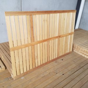 Hardwood Screen Screwed 1800 x 1200